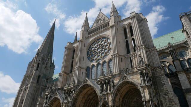 Vue du portail Sud de la cathédrale
