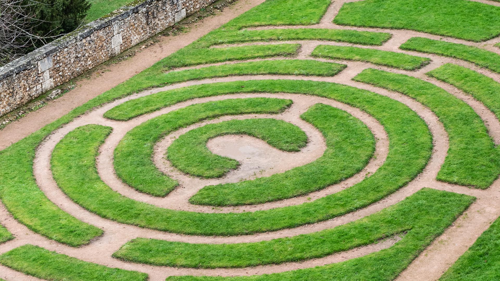 Labyrinthe végétal dans les jardins de l'évêché