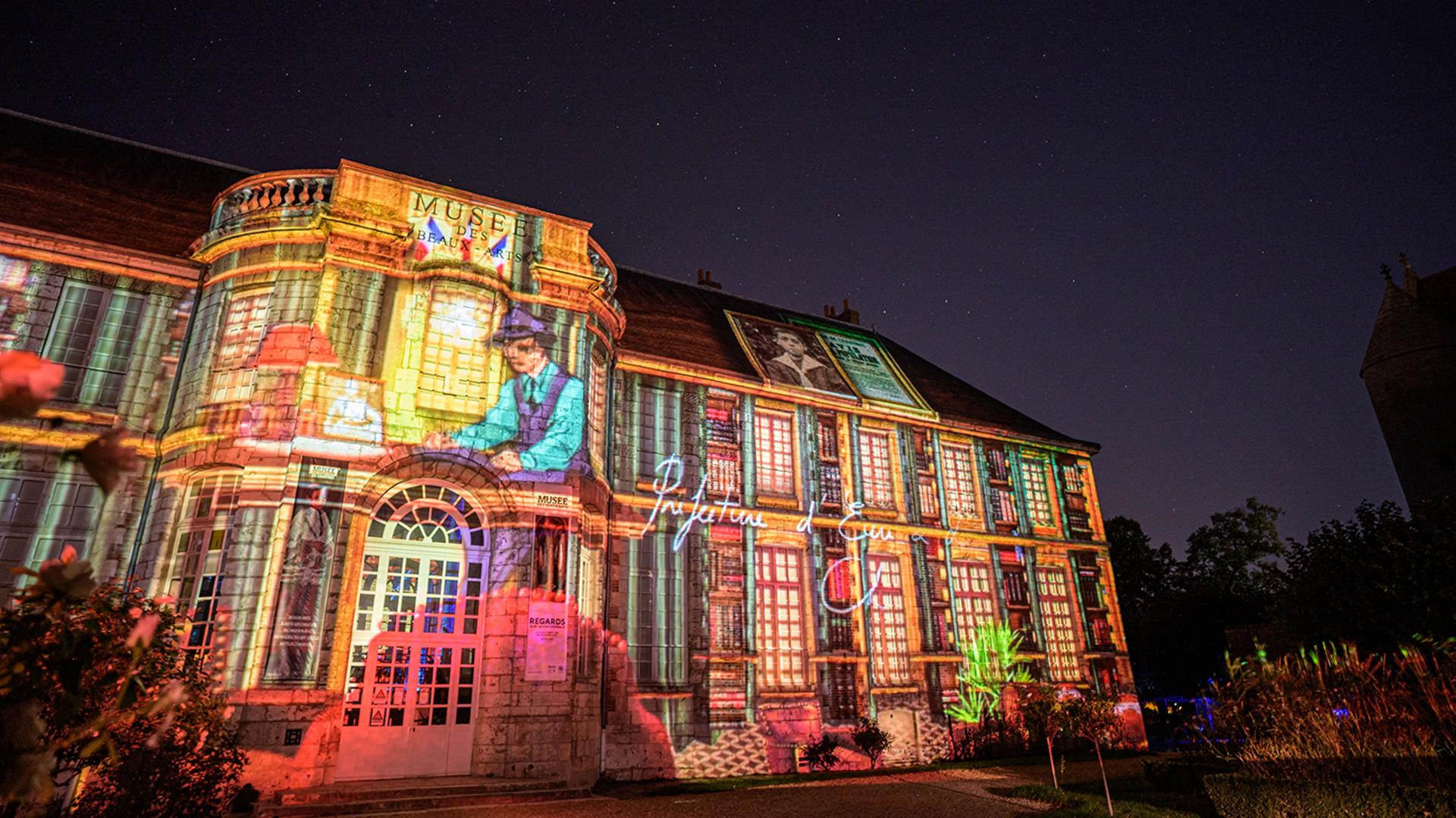 Façade du musée des Beaux-Arts lors de Chartres en lumières