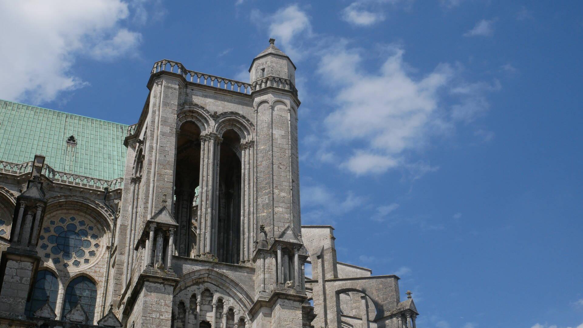 Vue du portail sud de la cathédrale de Chartres