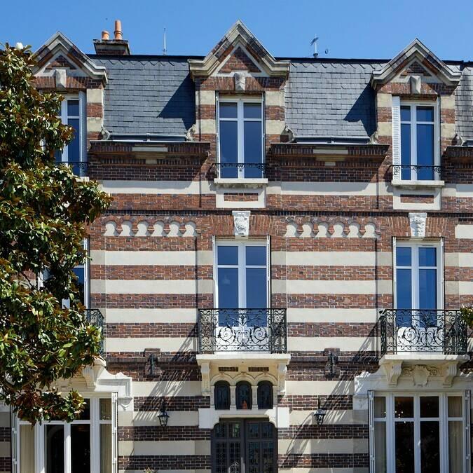 Vue de l'extérieur d'une maison remarquable à Chartres