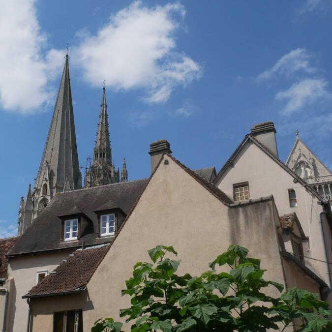 Vue sur la cathédrale depuis la ville de haute